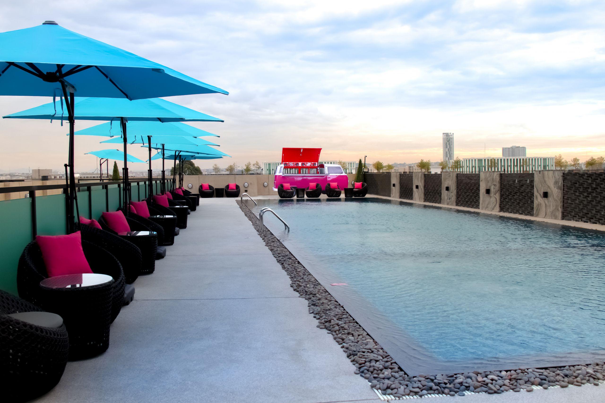 Chen's Pool Bar